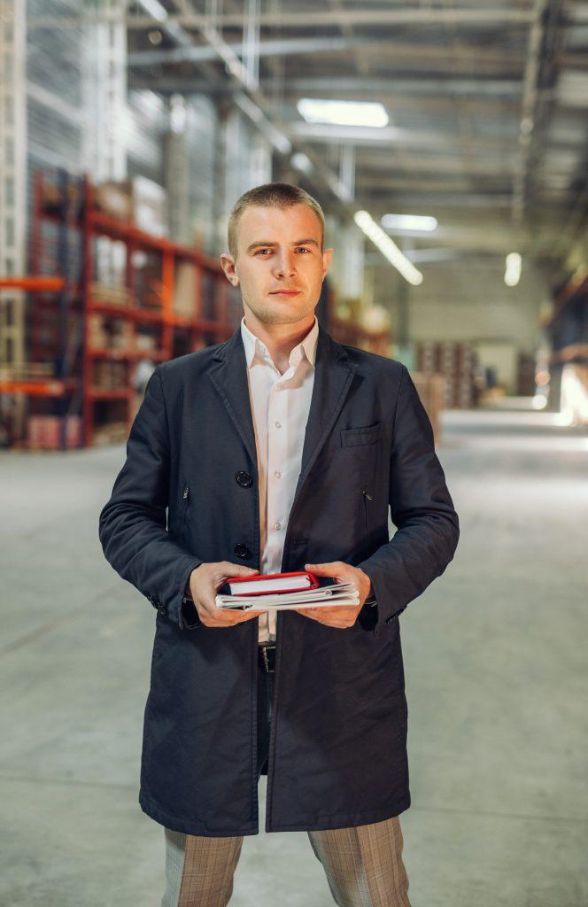 менеджер по работе с клиентами управляющей компании Gladsal